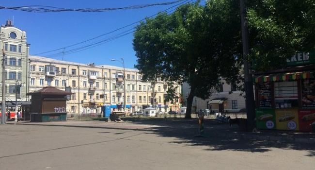 Київ: наКонтрактовій площі демонтують МАФи