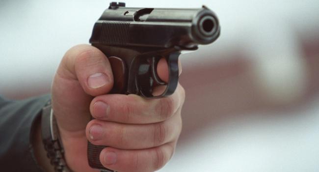 У Києві невідомий вистрелив у жінку та залишив її помирати