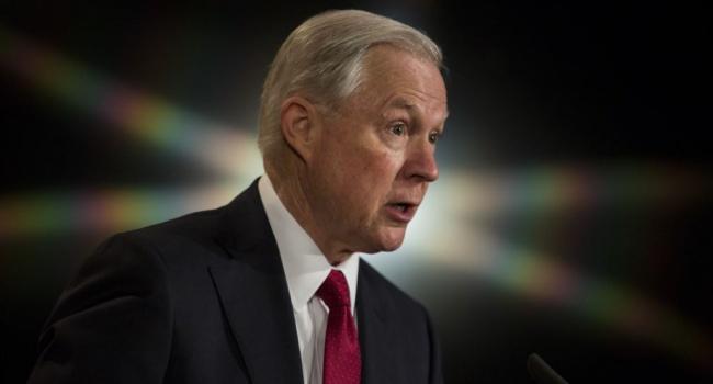 Генпрокурор США відкинув звинувачення взмові зросіянами