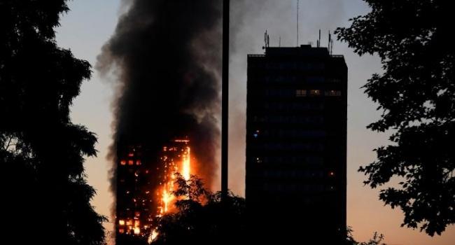 УЛондоні під час емоційних протестів через пожежу сталися сутички