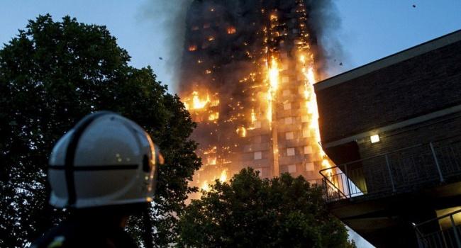 Мер Лондона назвав згорілий будинок наслідком «років недбалості»