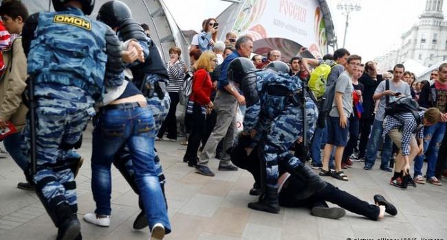 Затриманих під час акції протесту в Росії труїли газом у камерах – ЗМІ