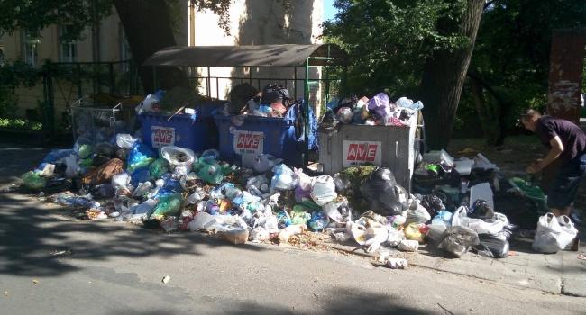 Гройсман: якщо Садовий не в змозі вирішити проблему зі сміттям, то львів'яни не мають від цього страждати