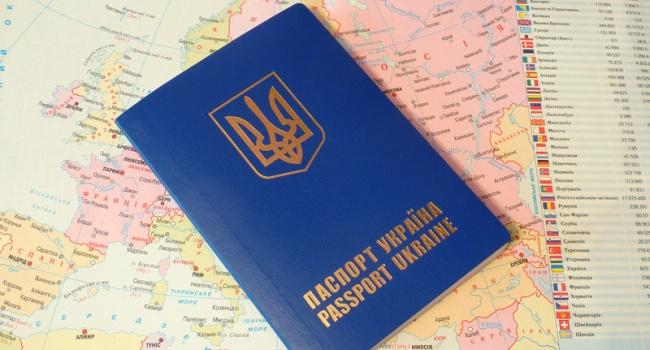 Большинство украинцев не будут оформлять биометрические паспорта, - опрос