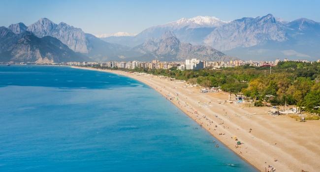 Эксперты назвали самые дешевые направления для украинских туристов