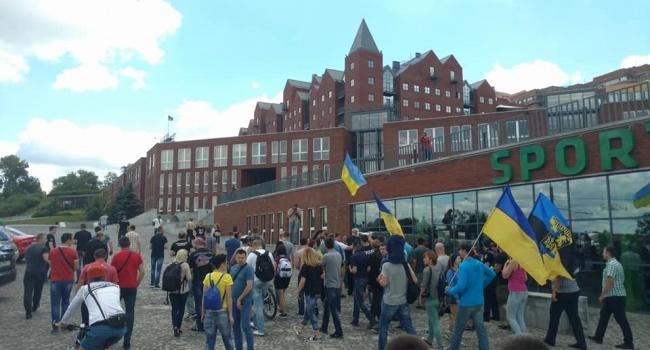 У Дніпрі активісти «Автомайдану» пікетували будинок Філатова