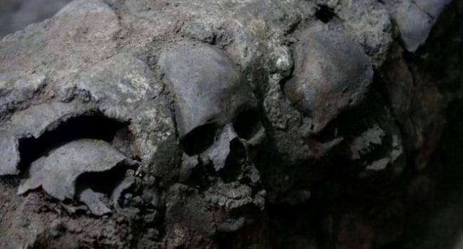 Всамому центрі Мехіко археологи знайшли вежу зчерепів