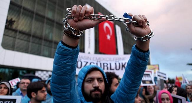Отставки Реджепа Эрдогана требуют протестующие вСтамбуле