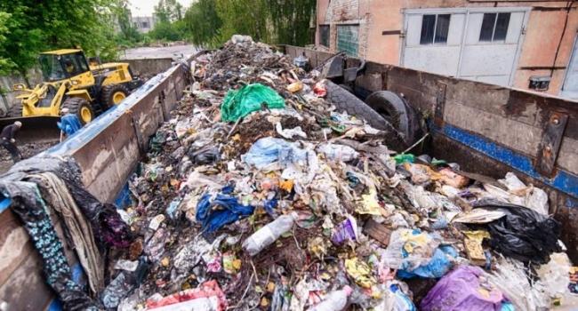 Львівське сміття почали вивозити з перевантажувальних станцій