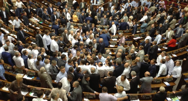УРаду внесли законопроект про скасування депутатської недоторканності