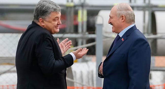 Девушка топлес попробовала сорвать встречу Лукашенко иПорошенко