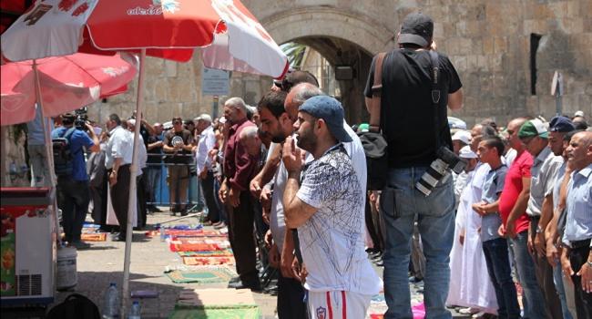 Мусульмане продолжаю давление на израильтян трубя демонтажа