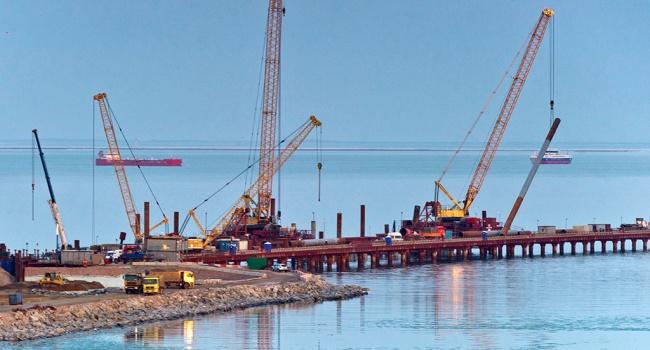 Строители начали асфальтировать дорогу кКрымскому мосту