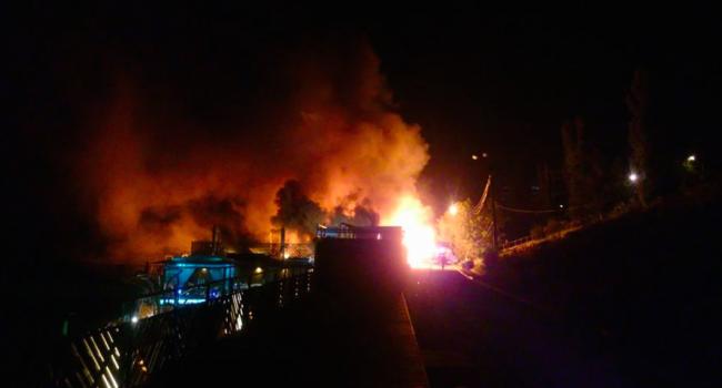 ВОдессе около моря сгорел клуб-ресторан «Пляжник»