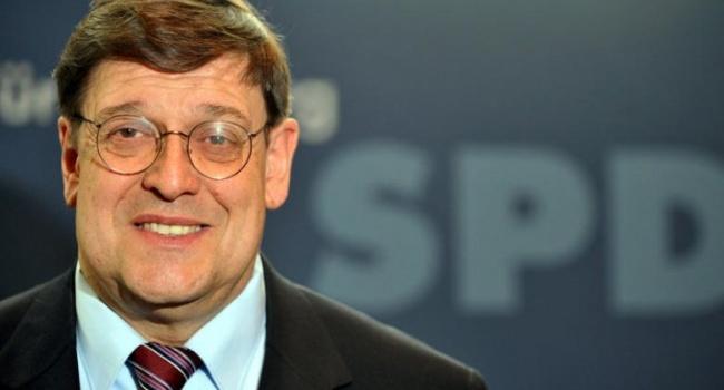У Німеччині почали розслідування щодо екс-депутата Бундестагу запоїздку доКриму
