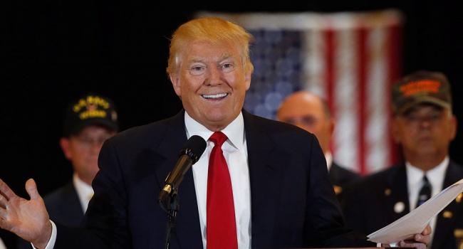 Трамп заявив, щопрацює під час відпустки