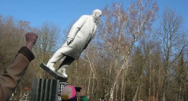 Портников рассказал о важном моменте в сносе памятников в Украине