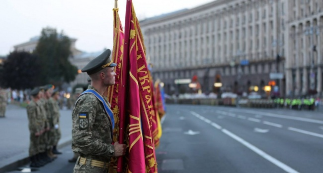 Волонтер заступилась за проведение парада ко Дню независимости