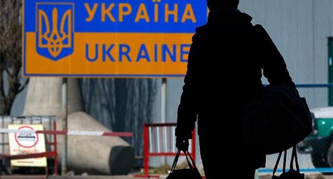 Более половины молодых украинцев готовы уехать из страны