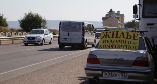 Туристів на «Золотому пляжі» в Криму зустрічають недобудови, порожні пляжі та українські цінники