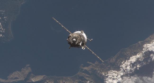 Космическая проблема: в России заявили об отсутствии связи со спутниками