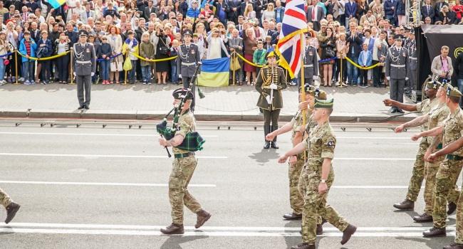 Блогер: парад української армії чи парад антипутінської коаліції?