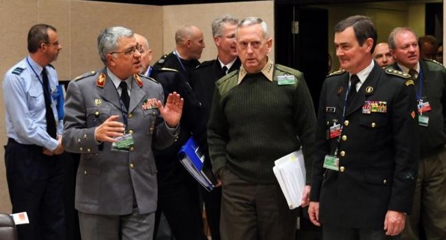 Министр обороны США дал понять военным, что пока Трамп у власти, в США нет надежной армии