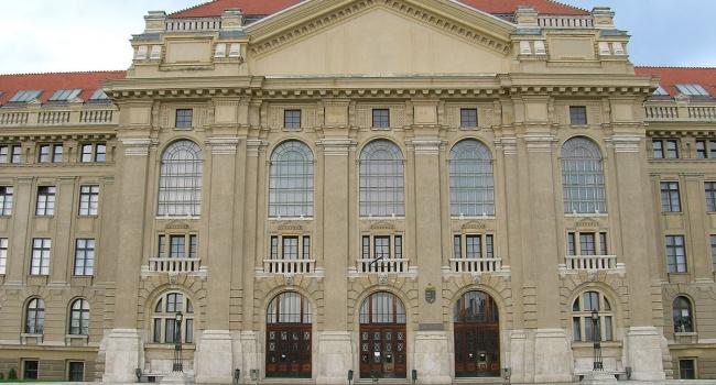 Климкин осудил присвоение венгерским университетом награды Путину