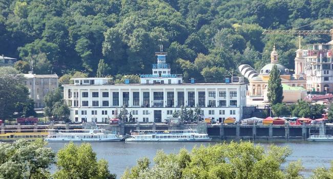 Речпорт Киева закупил баржи в Беларуси