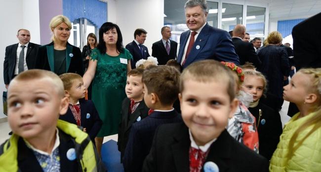 Порошенко рассказал, на какие оценки он учился в школе