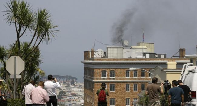 Российские дипломаты уничтожили «все ненужное» перед тем, как покинуть задние Генконсульства в Сан-Франциско