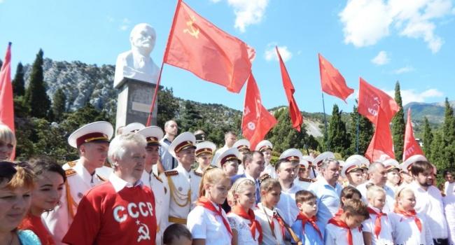 Згідно з радянськими традиціями: у Криму відкрили пам'ятник Леніну та віддали дітей в піонери