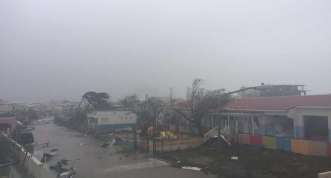 Ураган «Ирма» полностью уничтожил один из самых известных и опасных аэропортов в мире