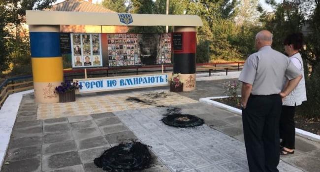 Под Одессой подожгли монумент погибшим вАТО военным иГероям Небесной сотни