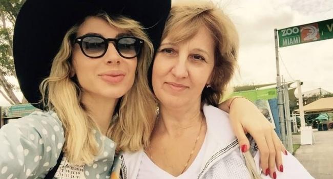 Любящая русские шоу мать Лободы вконце концов отказалась отдепутатства