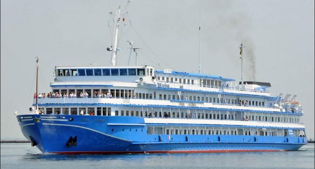 Украинское круизное судно неожиданно направилось всторону Крыма