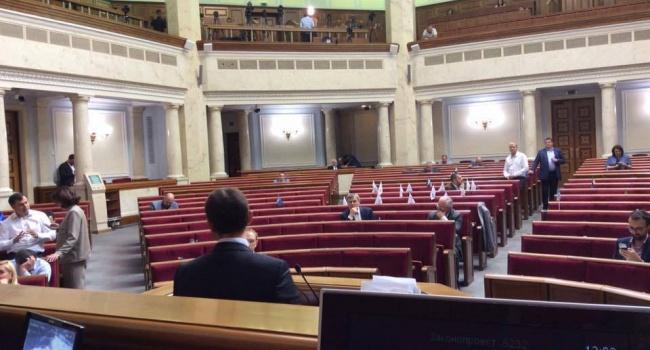Блогер: с таким парламентом Украине нужно заканчивать с демократией и Порошенко брать власть в свои руки