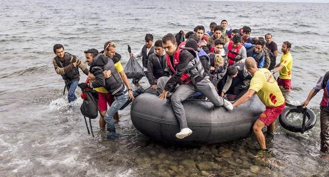 СтранамЕС предстоит принять еще 10 000  беженцев изИталии иГреции