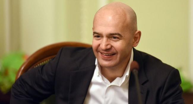 Суд обязал Абромавичуса публично извиниться перед Кононенко изаплатить одну гривну