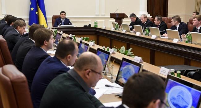 ВУкраїні введуть новий податок— завиведення грошей