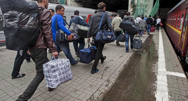 Опрос показал, что больше украинцев размышляет жить заграницей