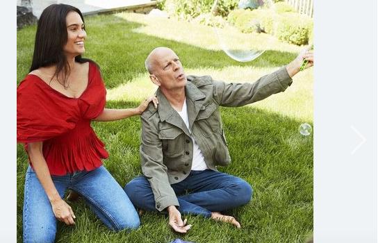 Брюс Уиллис показал, как живет с молодой женой