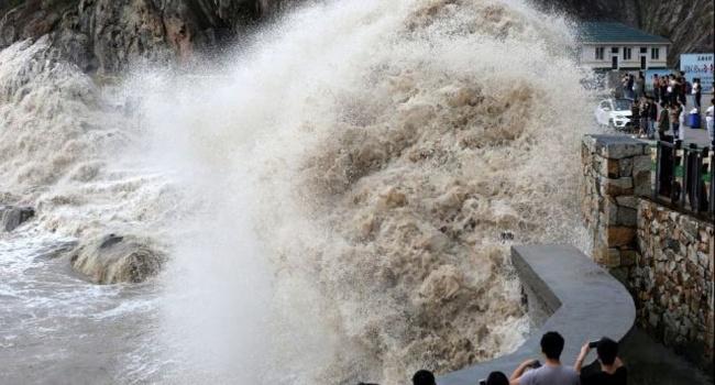 В Китае идет срочная эвакуация из-за тайфуна Ханун