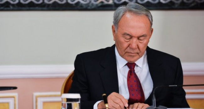 Назарбаев подписал указ опереходе Казахстана налатиницу