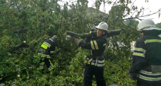 Западная Украина из-за шквального ветра осталась без света