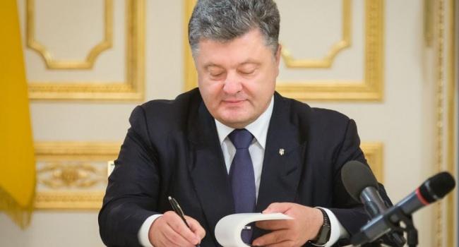Порошенко подписал изменения по увеличению пенсий вБюджетном кодексе