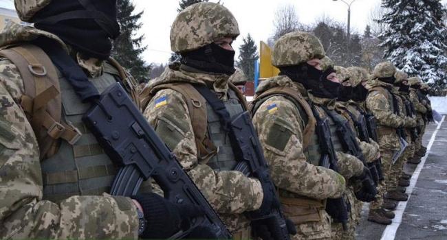 Бірюков: перед пересічним солдатом стоять інші загрози, ніж загроза бути заблокованим у квартирі чиєюсь свекрухою