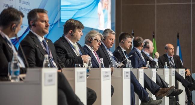 Посол Украины вВене осудил визит австрийских депутатов в захваченный РФКрым