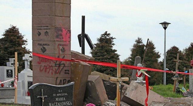 В Польше вымостили дорогу из разрушенного памятника воинам УПА