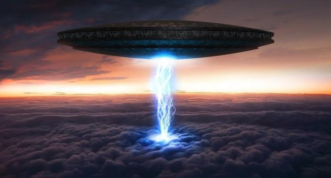 ВСША здешние граждане сфотографировали светящийся НЛО сдлинными лучами